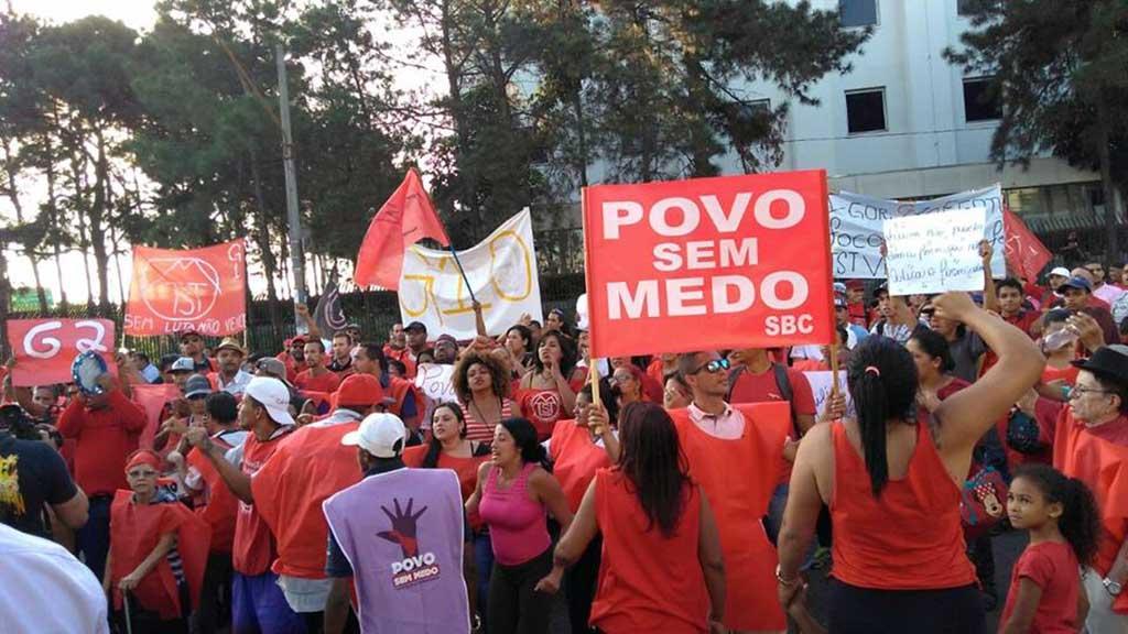Manifestação organizada pelo MTST em frente à Câmara de Sâo Bernardo