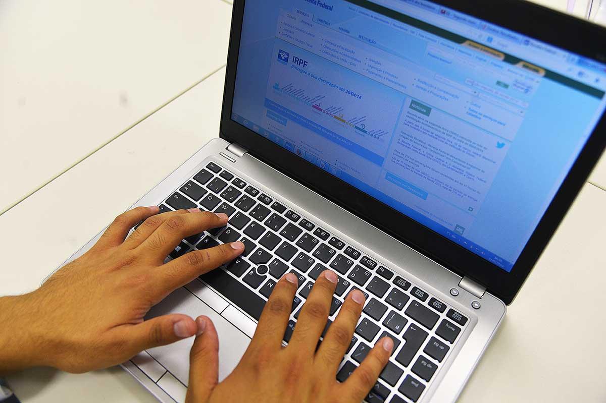 O próprio PGDAS-D, que é um aplicativo disponível no portal do Simples Nacional, aponta as declarações a serem retificadas