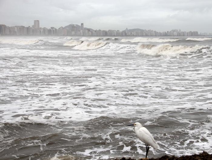 Pesquisa da USP mostra que houve uma elevação do mar de 74 centímetros por século e que o avanço das águas está cada vez mais rápido, principalmente nos últimos 20 anos.