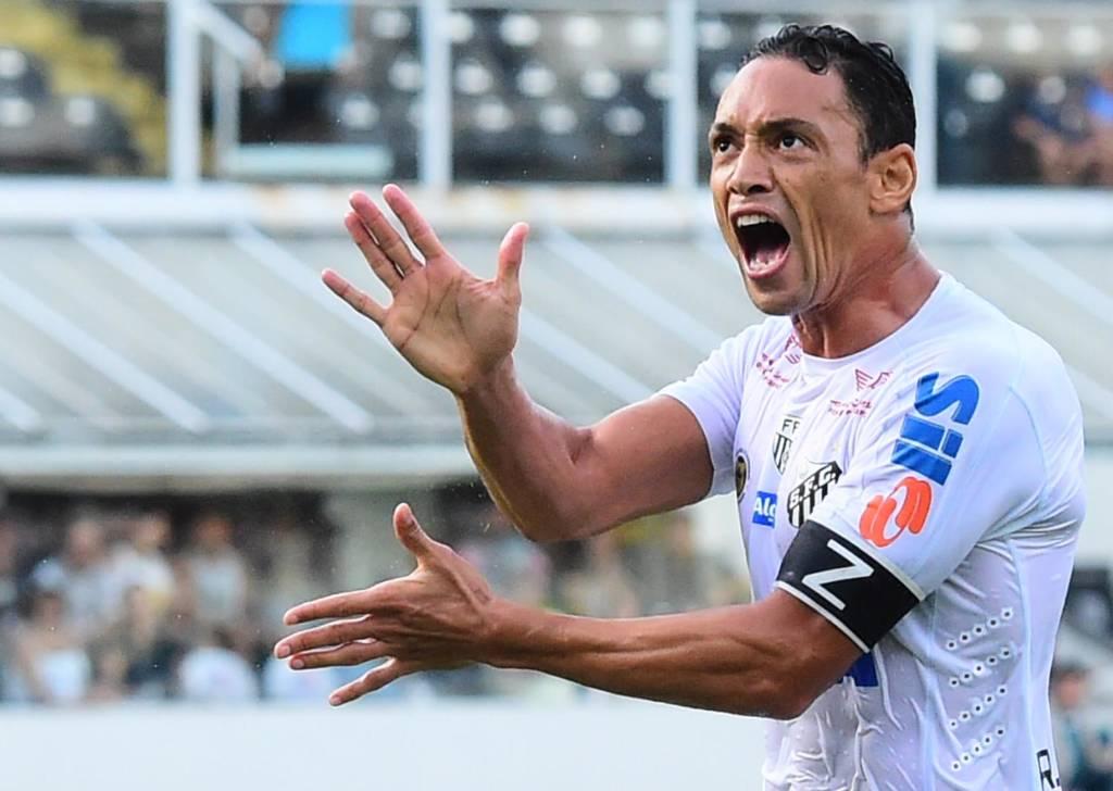 Ricardo Oliveira cobrou a torcida após vaias durante o duelo deste sábado, na Vila
