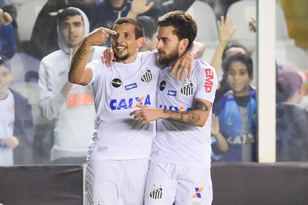 Com a entrada de Vecchio no lugar de Leandro Donizete, o técnico Levir Culpi tinha a intenção de fazer o Santos ser mais ofensivo na Vila