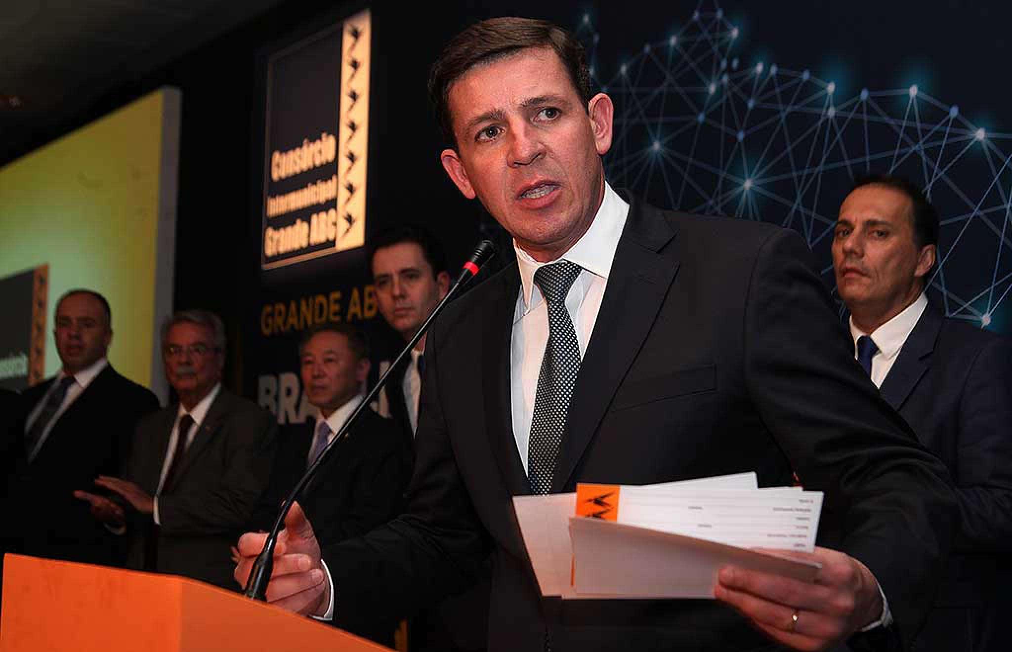 Orlando Morando discursa durante inauguração do escritório do Consórcio em Brasília