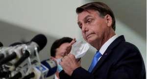 O presidente Jair Bolsonaro já causou polêmica várias vezes por aparecer sem máscara em público