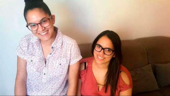 As irmãs Jaqueline (esq.) e Julianie (dir.): o Fies deu certo para a primeira, mas não para a segunda