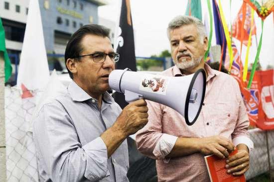 Luiz Marinho convoca militantes a passar o Natal na Vigília Lula Livre acompanhado de Wagner Santana, presidente do Sindicato dos Metalúrgicos do ABC