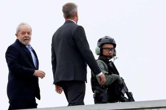 Ex-presidente Lula deixa a PF em Curitiba, onde cumpre pena