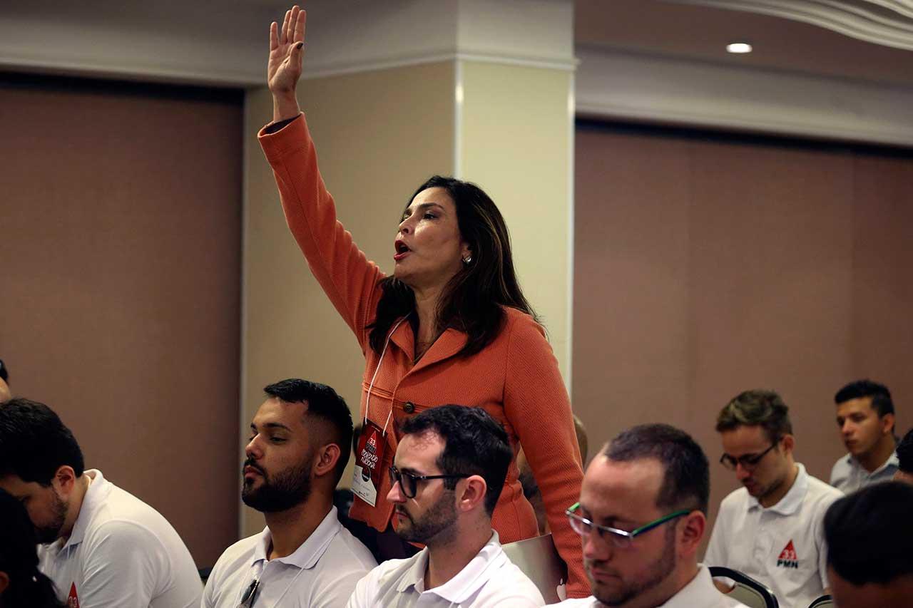 A jornalista Valeria Monteiro durante convenção do PMN