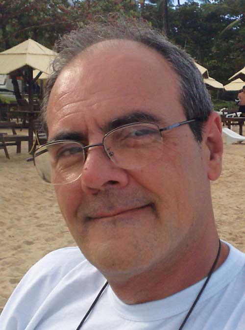 Vicente Barone é analista político, editor chefe do Grupo @HORA de Comunicação, foi executivo de marketing em empresas nacionais e multinacionais, palestrante nacional e internacional em marketing social, cultural, esportivo e trasnporte, além de ministrar aulas como professor de 3º